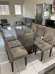 Mesa de jantar com 06 cadeiras