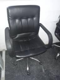 Vendo cadeira de escritório 100,00