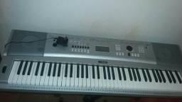 Piano Digital Yamaha DGX 230