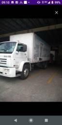 Caminhão baú toco rampa - 2000