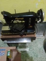 Máquina de costura vigorelli com motor em ótimo estado