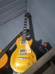 Vendo guitarra  com poucas marcas de uso !