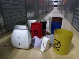 Vendo Lote de Cestos de Lixo e Dispenser