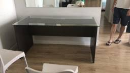 Mesa escrivaninha torrando