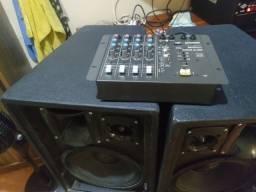 Vendo dois médios e uma mesa de som