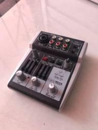 Mesa e interface para gravação de som