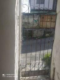 Título do anúncio: Aluga-se Casa frente de rua - Itapuã - Próximo ao final de linha do Abaeté