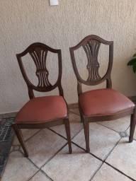 Cadeiras de madeira maciça