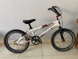 Bicicleta BMX Mônaco