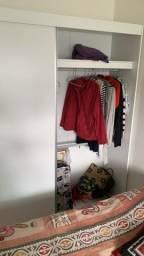 Armário com portas deslizantes pouquíssimo uso