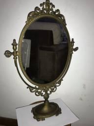 Espelho de mesa antigo de ferro design retrô
