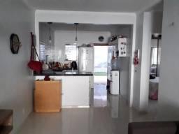 Casa no Residencial Araras // 02 quartos // 180m²