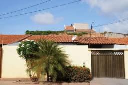 Casa - Residencial Pinheiros (Av. Dois - Em frente à Igreja Santa Paulina)