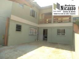 Duas casas individuais, ideal para morar e ter uma renda extra. Excelente local