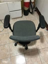 Vendo cadeira Semi-Nova
