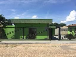 Vende-se: Imóvel com dois prédios e amplo lote em Prudente de Morais- MG