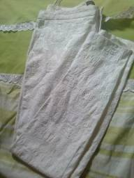 Linda calça bordada