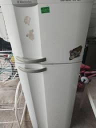 Geladeira usada funcionando muito bem