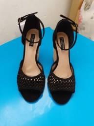 Vende-se sandália preta marca Villa rosa!