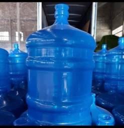 Vendo galões de 20 litros vazio usado unidade 20.00 reais