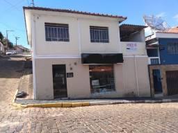 Casa 3 dormitórios bem localizada em Brazópolis