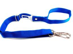 Cinto de segurança para que seu pet saia com segurança na cor azul