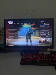 Monitor e mouse gamer