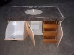 Gabinete com gaveteiro três portas com pedra e torneiras com misturador
