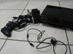 Xbox 360, com 2 controles + kinect e Fifa 17, read dead redempitom etc.