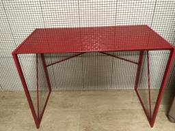 Mesa de vidro e ferro vermelha R$350,00