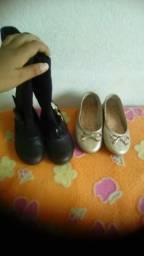Vendo uma bota e uma sapatilha