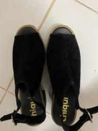 Sandália em camurça e salto tratoria