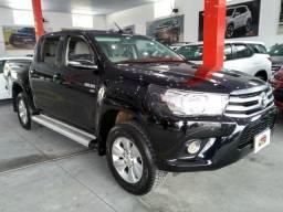 Toyota Hilux preta