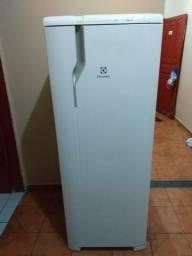Geladeira Eletrolux Frost Free Gelando Perfeitamente Espaçosa Entrego