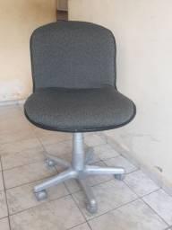 Cadeira escritório com rodizio