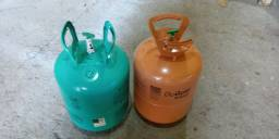 Botijas de gás vazias