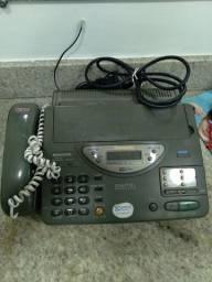 Telefone *  *