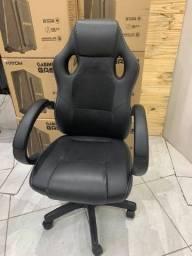 Cadeira de escritório Trevalla gamer preta com estofado de couro sintético