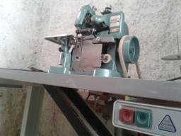 Máquina de overlock semi-nova