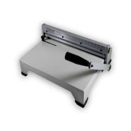 Perfuradora de papel para encadernação