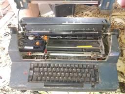 Máquina de escrever elétrica Ibm