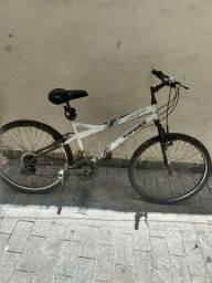 Bicicleta boa,só com alguns pontos de ferrugens,devido está muito tempo parada .