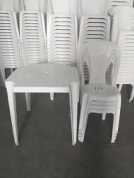 Título do anúncio: Conjunto de mesa com Cadeiras Plásticas