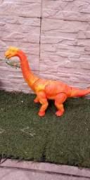Dinossauro solta ovo ?
