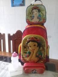 Vendo kit escolar (mochila de rodinha + lancheira + estojo) Dermiwil da Branca de Neve