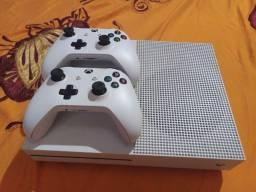 X.box one S 1TB 2controles e esse jogo
