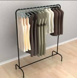 Arara expositora de roupas