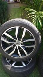 Título do anúncio: - Jogo de rodas original, golf, aro 17, novíssimo com pneus conservados;