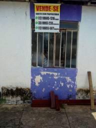 Terreno com casa simples no centro do Itaú de Minas