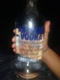 Vendo um litro Vodka Absolut po R$100,00